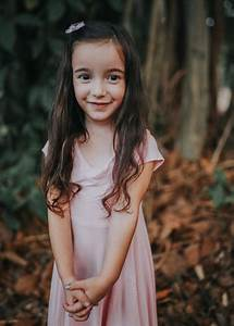 HOW TO TAKE BETTER FAMILY PHOTOS | Fall photo shoot outfits, Family picture outfits, Fall family ...