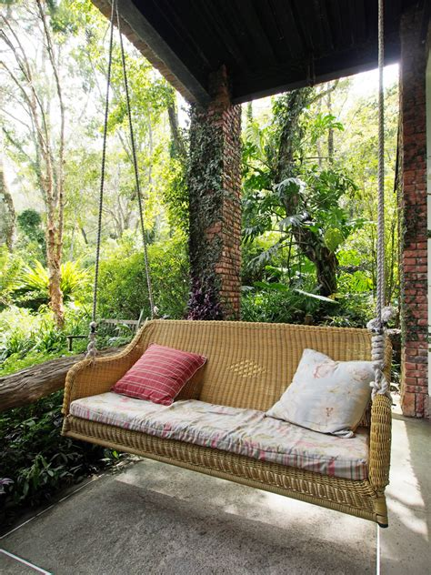outdoor furniture 101 5 tips on buying a porch swing