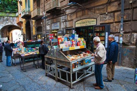 librerie piazza dante napoli anche saviano si scaglia contro la rimozione delle