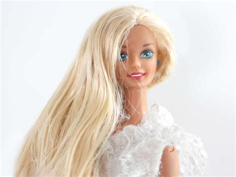 How To Take Care Of An Old Barbie Doll's Hair