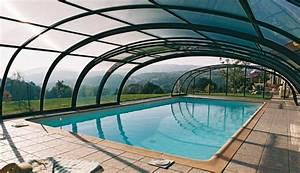 Piscine couverte : avantages et matériaux de la piscine couverte