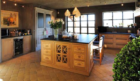 ilot cuisine bois massif cuisine bois avec ilot central ikea