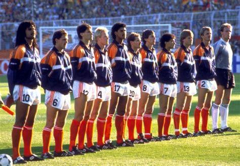 Als het nederlands elftal een wedstrijd op het ek of wk speelt, kleurt heel het land de weg naar het ek van 2020 begon voor het nederlands elftal al vroeg. 'Ik was erbij' - West Duitsland - Nederland EK '88 ...