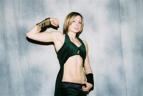 wwe sign  irish diva rebecca knox