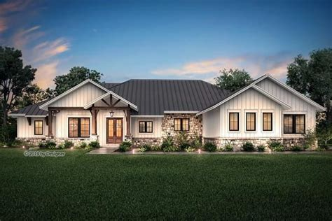 texas ranch style open floor plan  large bedrooms large game room volume ceilings