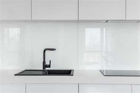 credence en verre trempé pour cuisine crédence de cuisine en verre sur mesure securit