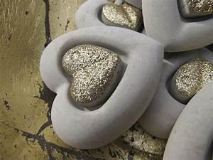 Gießformen Beton Garten : betonherz mit goldenem geteilten herz aus beton angels garden dekoshop ~ Markanthonyermac.com Haus und Dekorationen