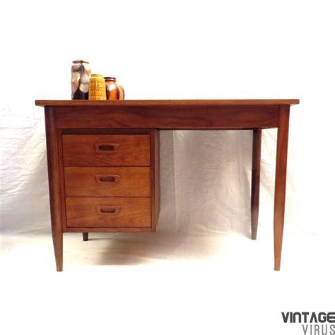 bureau retro vintage bureau vintage virus