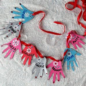 helping hands christmas garland allfreechristmascrafts com