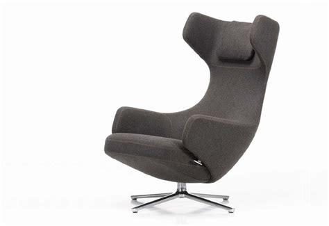 grand repos lounge chair designed by antonio citterio