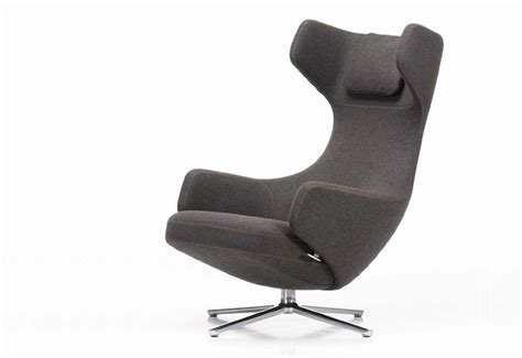 Grand Repos lounge chair designed by Antonio Citterio