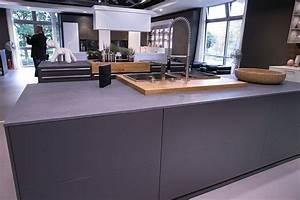 Graue Fliesen Küche : ber ideen zu grau arbeitsplatten auf pinterest dunkle arbeitsplatten k chentheken ~ Sanjose-hotels-ca.com Haus und Dekorationen