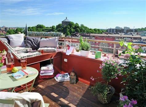 canapé de balcon idée déco avec plantes de balcon même pendant l 39 hiver