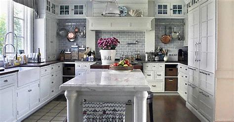 best type of paint for cabinets the best type of paint for kitchen cabinets ehow uk