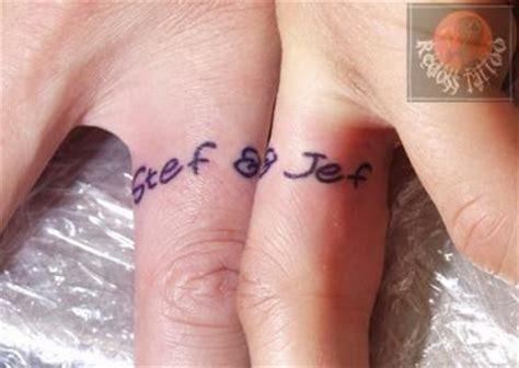 bague de doigt redoss tattoo