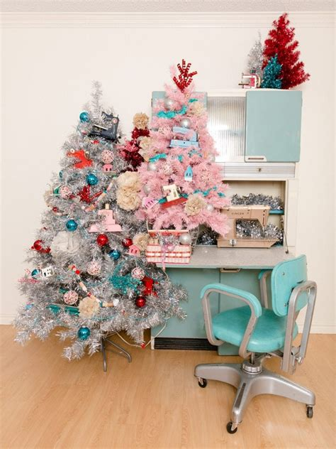 decorate  sewing themed christmas tree