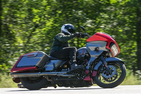 Review Harley Davidson Cvo Glide by 2019 Harley Davidson Cvo Road Glide Review 17 Fast Facts