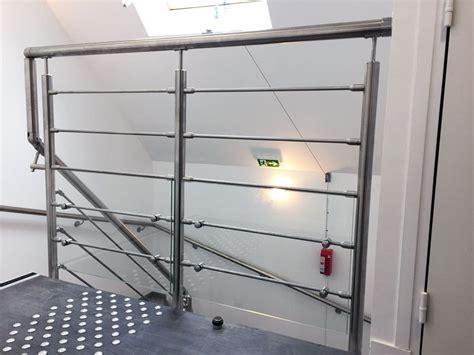 norme garde corps escalier re d escalier en inox 4 barres dans l escalier verre sur la mezzanine