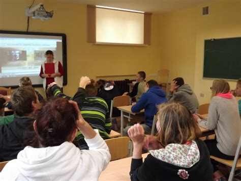 Motivē skolēnus mācīties un stāsta patiesību par atkarībām