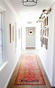 tapis couloir ikea tapis tuft en laine noir et blanc With exceptional cuisine mur rouge meuble blanc 15 deco salon miroir