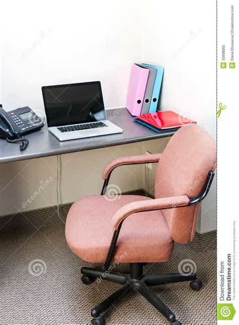 ordinateur portable de bureau compartiment de bureau avec l 39 ordinateur portable photo
