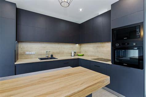 Eleganta virtuve ar salu un Supermatt Luxe fasādēm ...