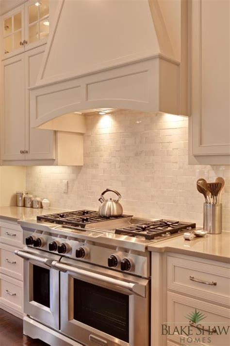 kitchen range backsplash viking range and marble backsplash a beautiful home 2479