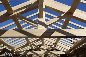 realisation d39une charpente traditionnelle en bois a chirols With charpente lamelle colle maison