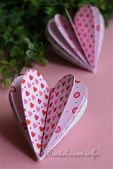 basteln zum valentinstag  scrapbookpapier herz