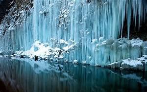 20 photos of frozen waterfalls