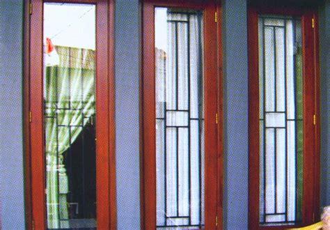 model gambar jendela toko kayu jati asli