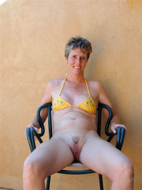 Milfs And Mature In Daring Bikinis 32 Pics Xhamster