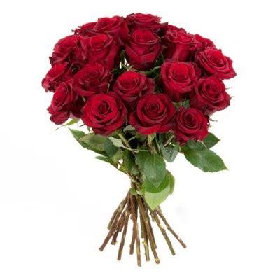 rosenstrauss mit roten rosen im bund gemischt