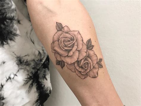 tatouage rose bras couleur