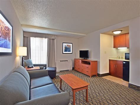 Rooms and Rates for IHG Army Hotels Griffith Hall at Fort