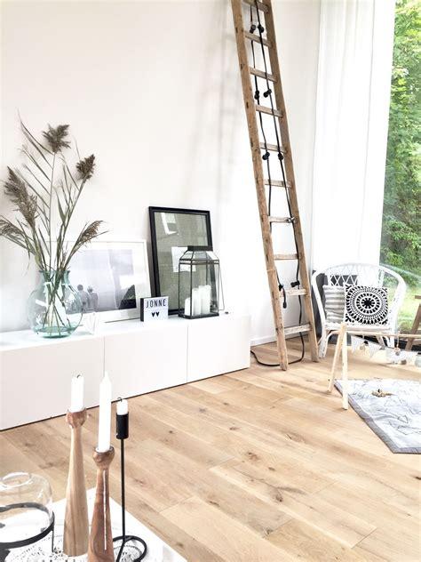 alte schlittschuhe dekorieren alte leiter dekorieren wohndesign ideen