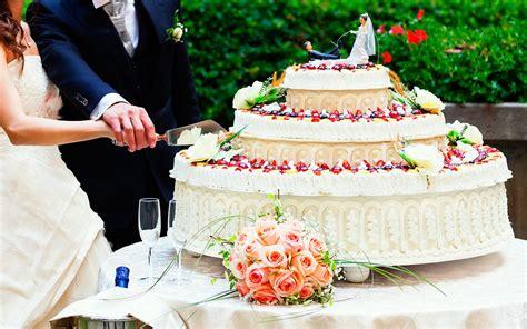 11 Interesting Wedding Cake Facts