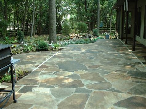 laying  flagstone patio tips   build  house