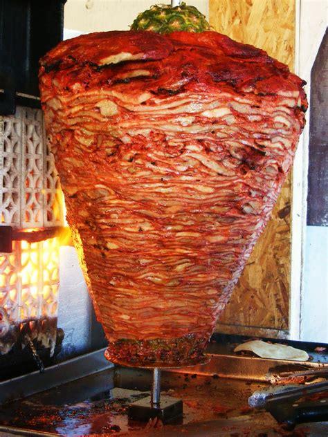 tacos al pastor trompo de carne preparada para los tacos al pastor comida y bebidas regionales de m 233 xico