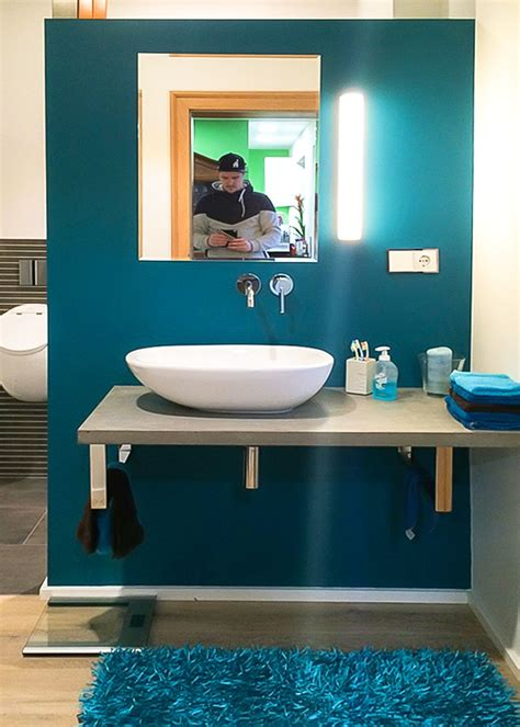 Badezimmer Modern Türkis by Schmuckwand Im Badezimmer Petrol Wandgestaltung Hingucker