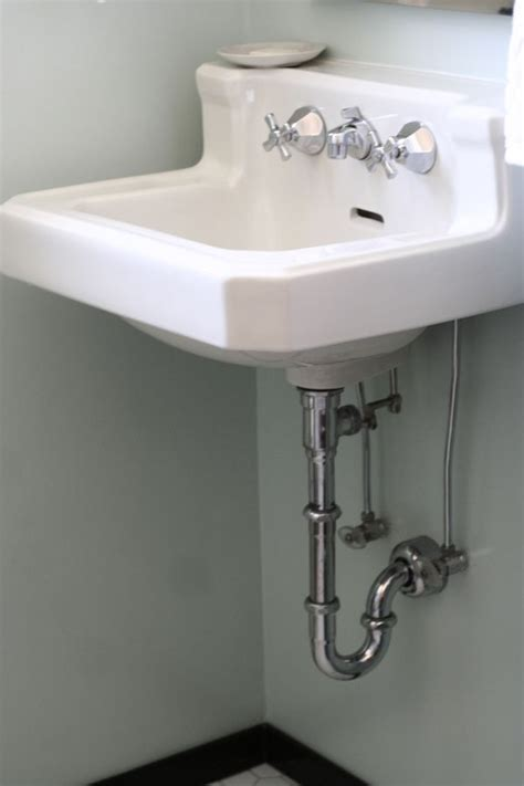 vintage wall mounted bathroom sink  bathe