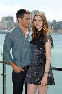 Jake Gyllenhaal in Anne Hathaway and Jake Gyllenhaal at a ...