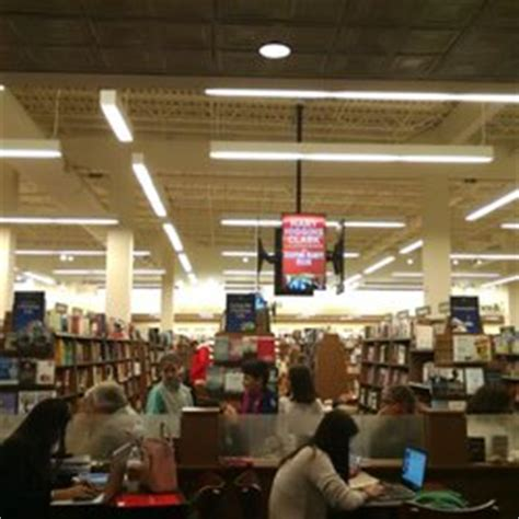Barnes And Noble Okc Hours by Barnes Noble Bookstore 22 Reviews Bookstores 3535