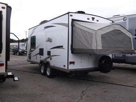 2017 Flagstaff Shamrock FLT19 Expandable Hybrid Travel Trailer