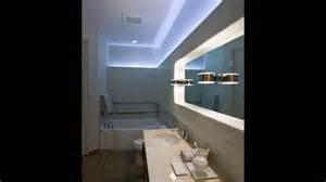 badezimmer beleuchtung indirekte beleuchtung bad wand blaues licht spiegel
