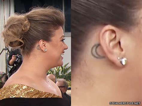 kelly clarkson moon  ear tattoo steal  style