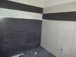 Salle de bain noir et blanc carrelage for Salle de bain design avec plaque décorative plafond