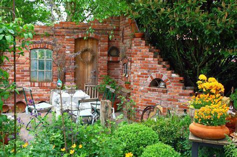 Deko Ziegelwand Garten by Ruinenmauer Wundervolle Idee Garten