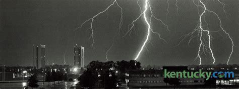 multiple lightning strikes  kentucky photo archive