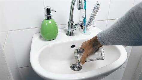 déboucher une baignoire comment d 233 boucher une canalisation sans produit chimique